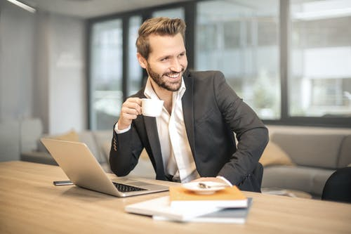 How to Become a Business Banking Manager